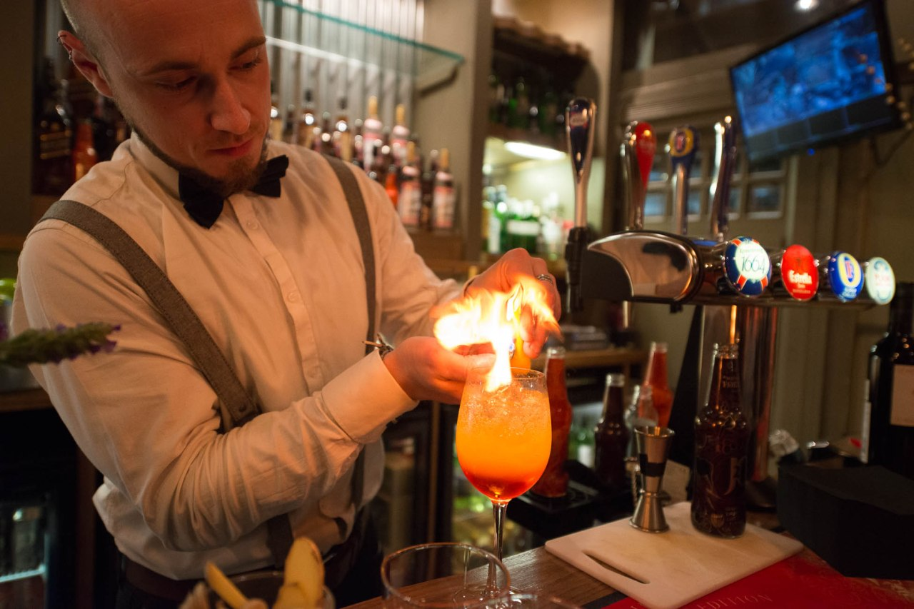 Creating a Midnight Spritz Cocktail with J2O